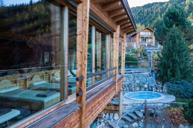 Naturhotel Lüsnerhof - Wellness und Wandern in Südtirol | Wellnessbereich mit Panoramaaussicht