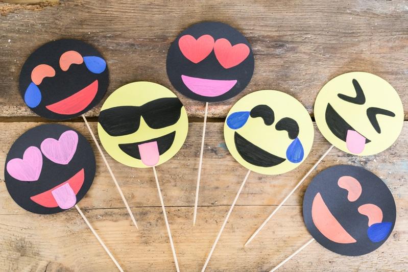 Emoji DIY Geburtstagsparty Deko Ideen zum selber machen - Emoji Photo Booth Accessoires basteln