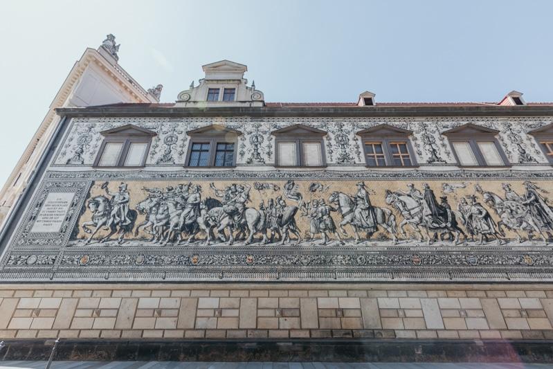 Städtereise Dresden – Sehenswürdigkeiten die du nicht verpassen solltest: Rundgang durch die Altstadt mit Besichtigung des Fürstenzug