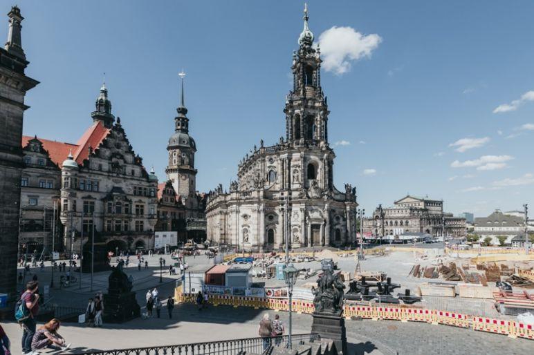 Städtereise Dresden Sehenswürdigkeiten - Die Katholische Hofkirche bzw. Kathedrale des Bistums Dresden-Meissen.
