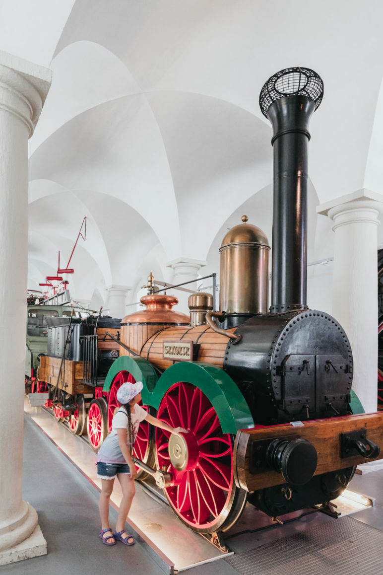 Städtereise Dresden Sehenswürdigkeiten - Trabant -200 Jahre Straßenverkehrsgeschichte im Dresdner Verkehrsmuseum.