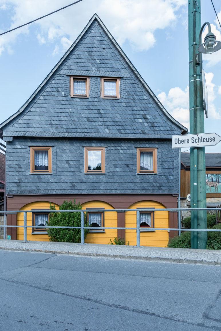 """Sächsische Schweiz: Familienurlaub in Hinterhermsdorf - traditionelle Umgebindehäuser im """"Schönsten Dorf in Sachsen"""""""