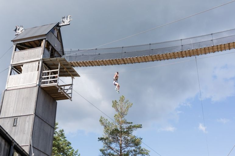 Skandinavien Roadtrip: 3 coole Familienspots in Smaland, Schweden - Abenteuercamp Little Rock Lake - Zipline und andere Outdoor Aktivitäten.