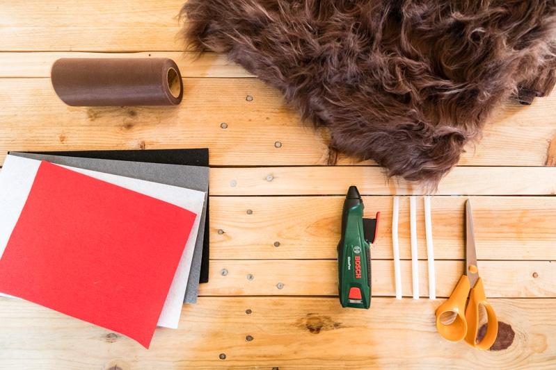 STAR WARS Schultüte basteln Chewbacca - eine DIY Idee zu Einschulung und Schulanfang | mit Schritt für Schritt Anleitung zum einfachen Basteln mit Kindern | Eine Idee des MrsBerry DIY-Blog | Das sind die Materialien die du zum Basteln einer STAR WARS Chewbacca Schultüte brauchst.