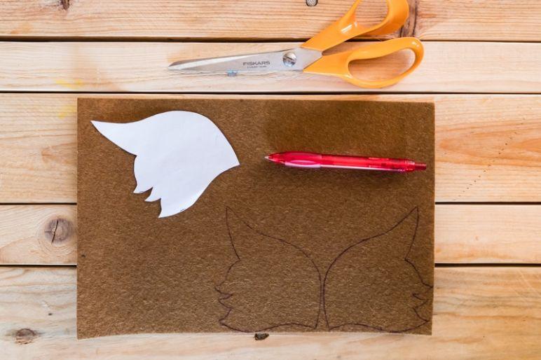 STAR WARS Schultüte basteln Chewbacca - eine DIY Idee zu Einschulung und Schulanfang | mit Schritt für Schritt Anleitung zum einfachen Basteln mit Kindern | Eine Idee des MrsBerry DIY-Blog | Chewbacca Gesicht aus Filz zuschneiden