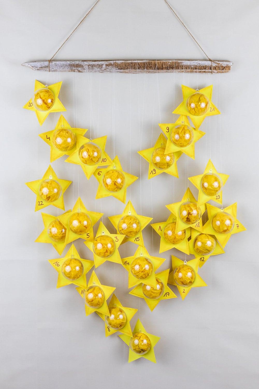 DIY Adventskalender: Sterne aus Acrylkugeln basteln