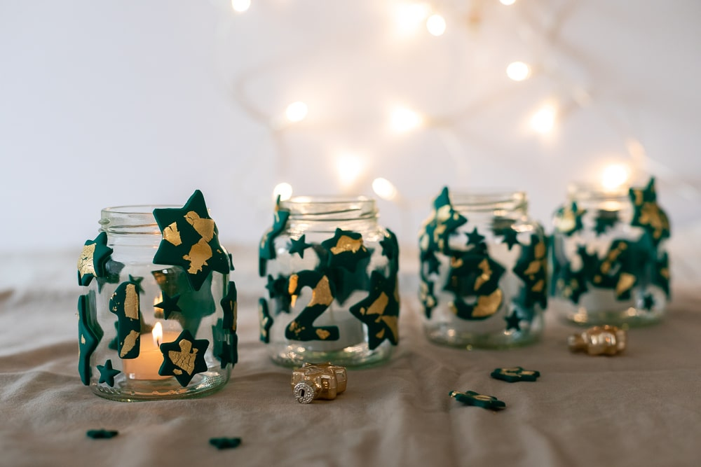 DIY Adventskranz aus Fimo und Altglas selber machen - ein kreatives Upcycling Projekt und eine tolle Weihnachtsdeko zum Basteln mit Kindern: die Schritt für Schritt Anleitung findest du auf dem MrsBerry.de Blog