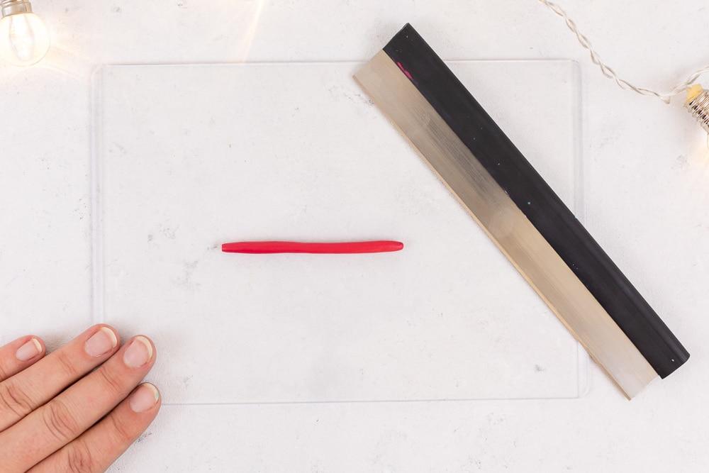 Kreative DIY Geschenkanhänger aus Fimo - eine tolle Idee zum Weihnachtsdeko selbermachen und zum Basteln mit Kindern an Weihnachten: die Schritt für Schritt Anleitung findest du auf dem MrsBerry.de Blog