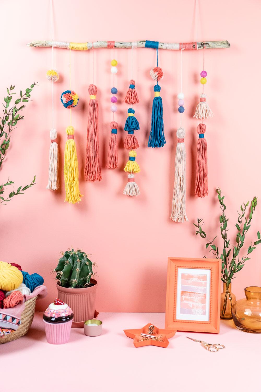 DIY Wall Hanging – Wandschmuck mit Tasseln und Pompoms basteln