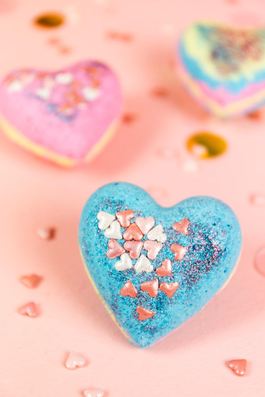 DIY Herz-Badebomben selber machen – Geschenkidee zum Valentinstag
