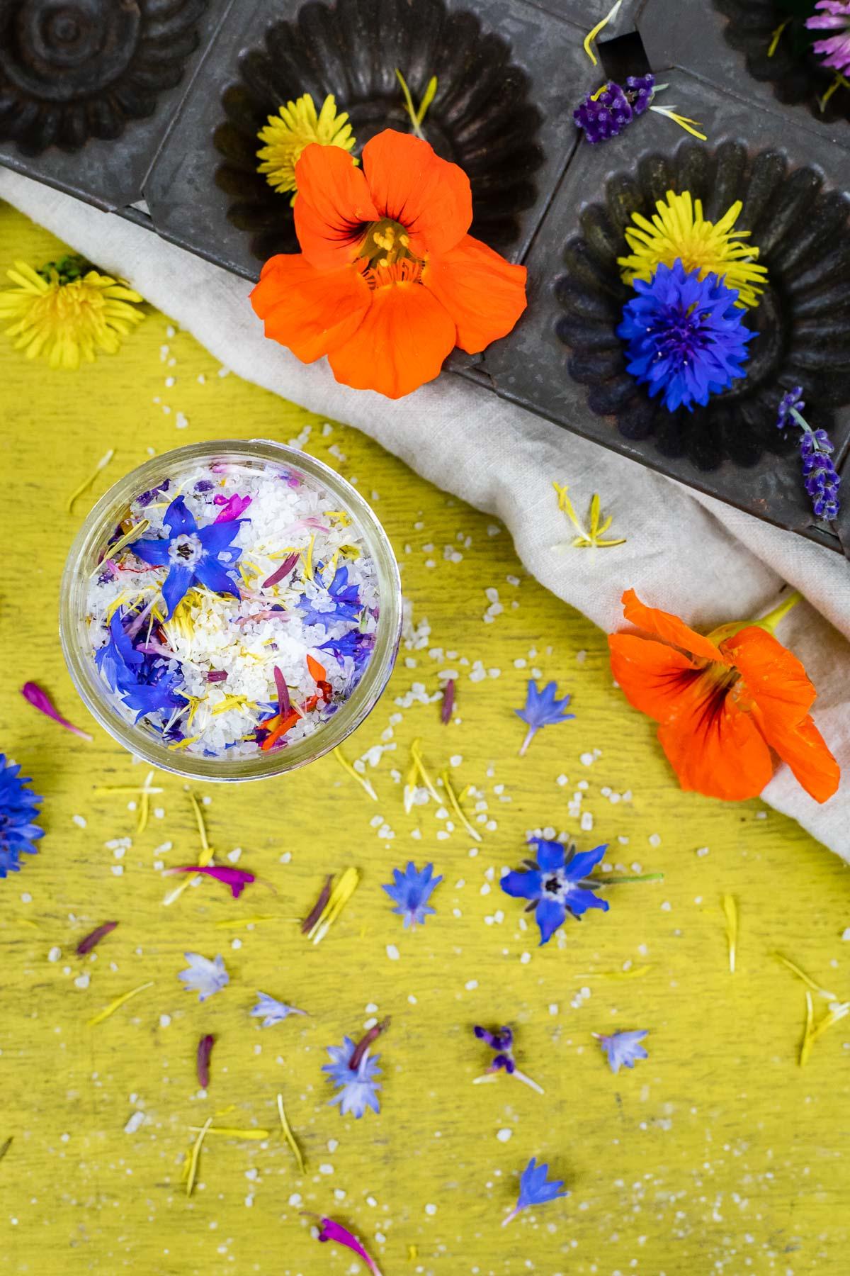 Kräutersalz, Gewürzsalz, Blütensalz – 3 Geschenkideen aus der Küche