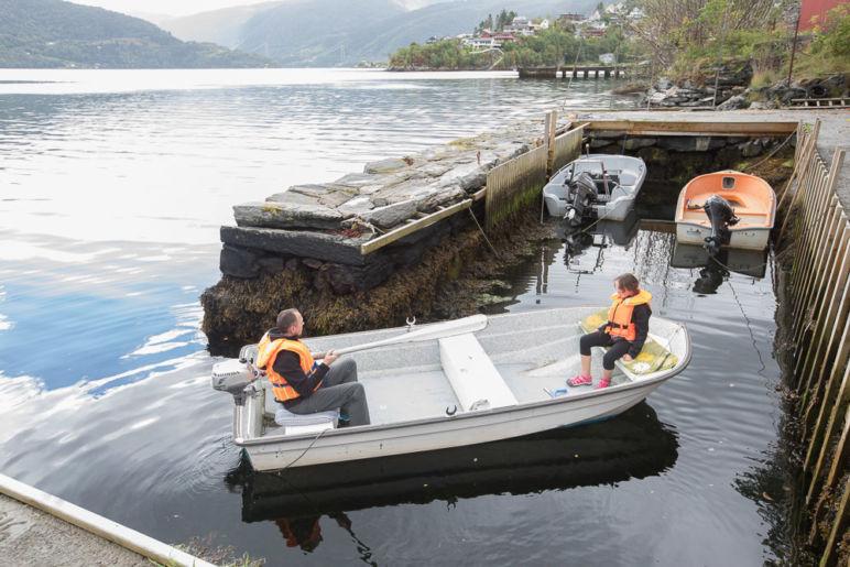 Urlaub in Norwegen - Familienurlaub im idyllischen Ferienhaus am Sørfjord: Ferienhaus in Garnes bei Bergen, mit dem Motorboot raus auf den Fjord