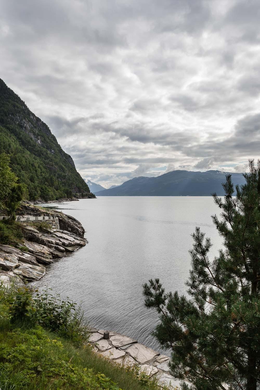 Skandinavien Roadtrip: Tipps zu unserer Rückreise von Norwegen nach Deutschland über Dänemark - Fv 7 mit Panoramablick auf den Hardangerfjord